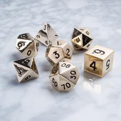 Набор золотых разногранных металлических кубиков