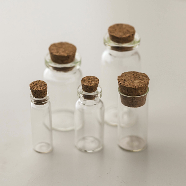 Бутылочка стеклянная с пробкой
