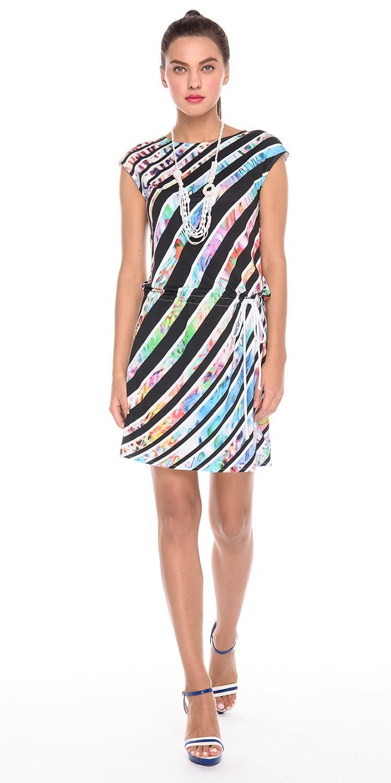 Платье З167-214 - Трикотажное платье со спущенной линией плеча и вырезом лодочкой. Модель на кулиске, что позволяет носить ее с напуском, скрывая возможные недостатки в области талии или бедер. Приятная на ощупь, комфортная ткань для повседневной носки. Яркий и необычный принт не оставит вас равнодушной. Эта модель станет неотъемлемой частью летнего, повседневного гардероба.