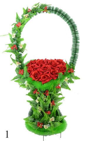 Корзина украшенная цветами роз