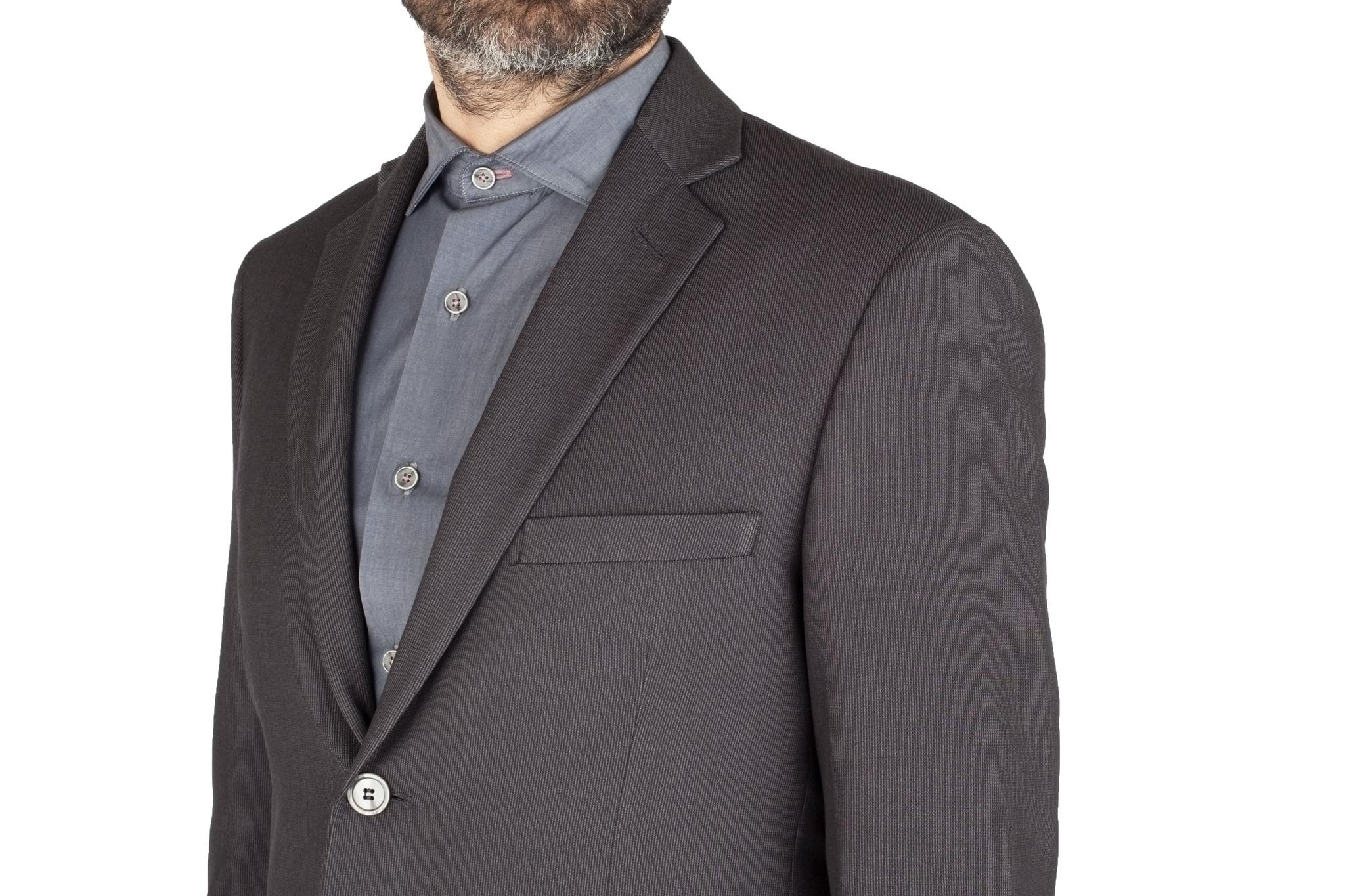 Серый шерстяной костюм в еле заметную полоску, нагрудный карман