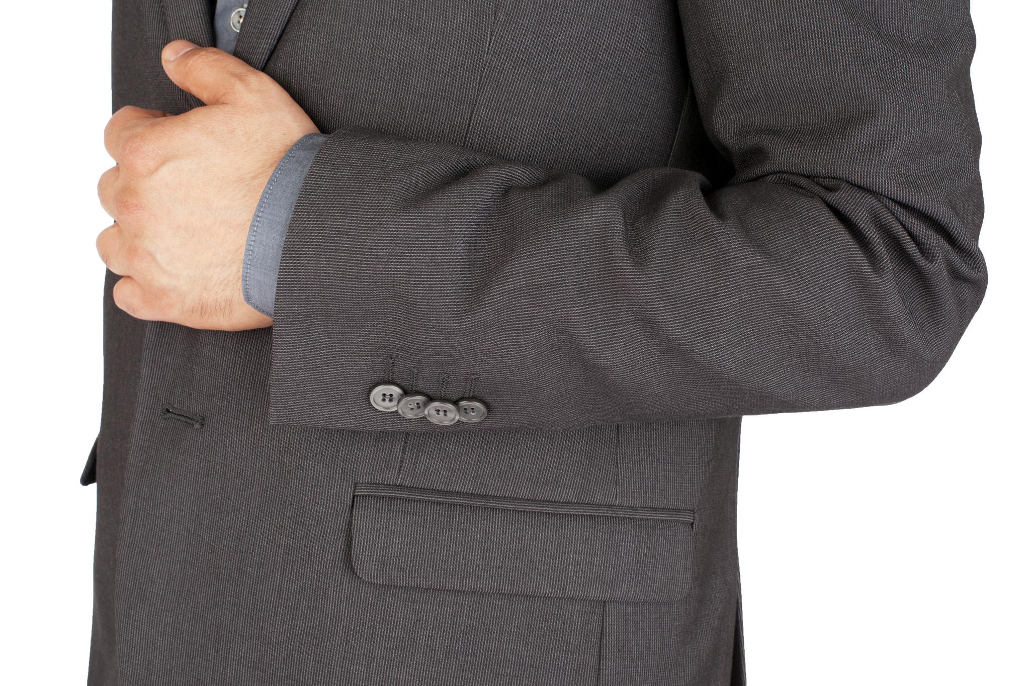 Серый шерстяной костюм в еле заметную полоску, накладной карман