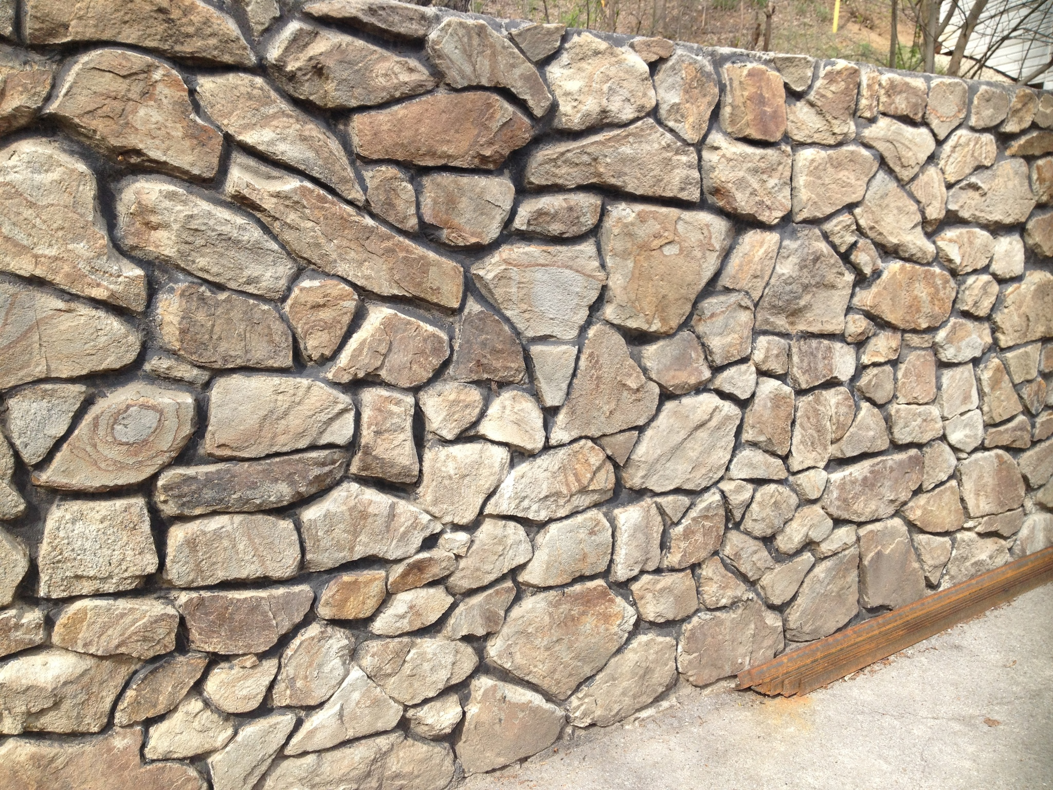 Бутовый камень окатанный Орех стена