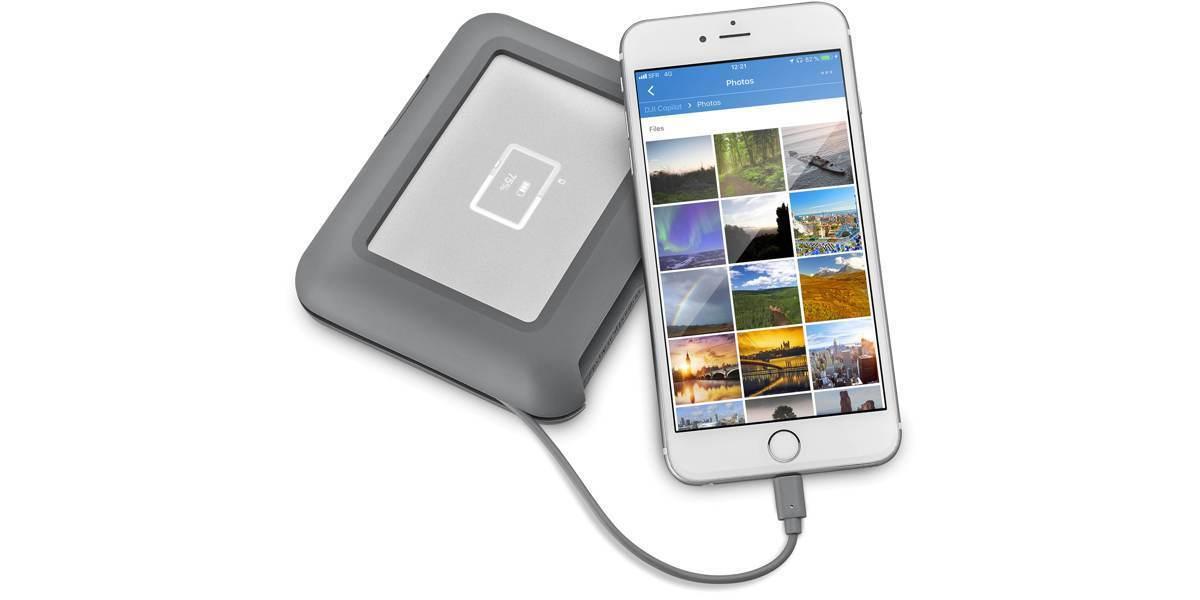 Внешний жесткий диск LaCie DJI Copilot USB 3.1 TYPE C Grey 2Tb подключен к смартфону