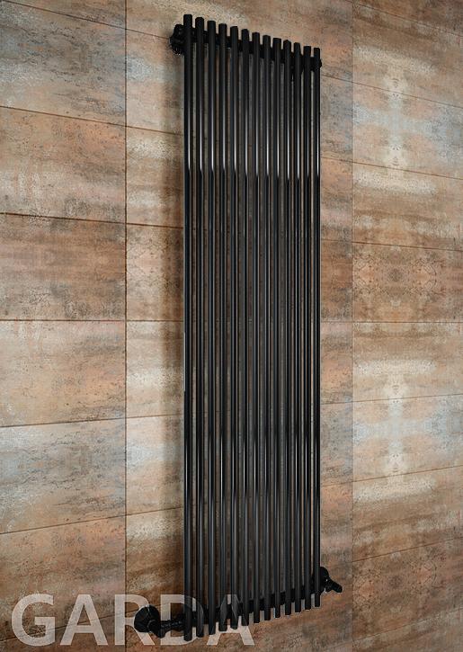 Garda - водяной дизайн полотенцесушитель черного цвета.