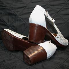 Закрытые босоножки на низком каблуке Marani Magli 031 405 White.