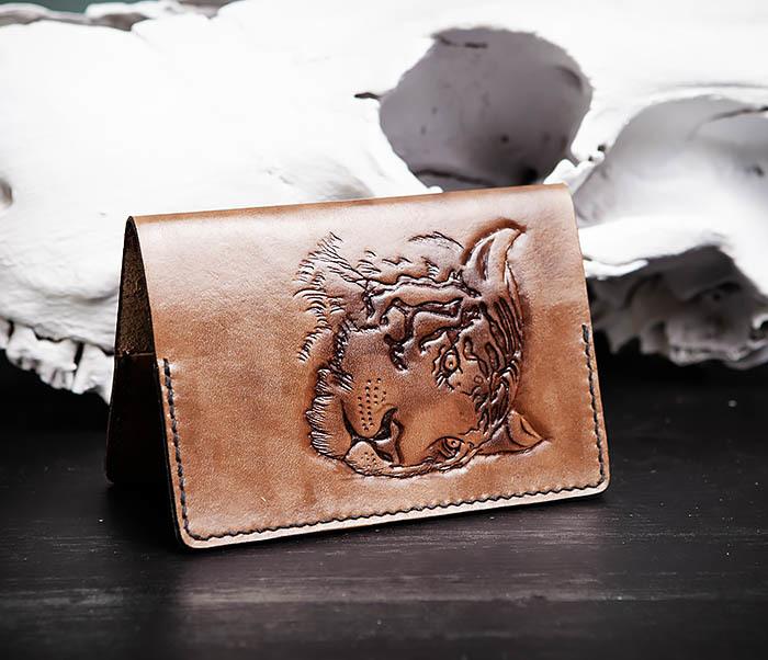 BC149 Кожаная обложка ручной работы для паспорта с тигром фото 02