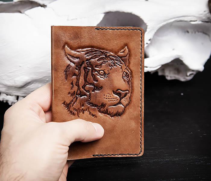 BC149 Кожаная обложка ручной работы для паспорта с тигром фото 03