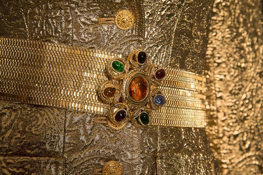 Роскошный брючный костюм из золотой парчи от Chanel, 34 размер