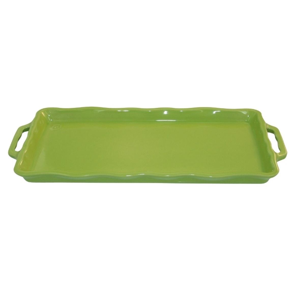 Блюдо для выпечки 41см Appolia Delices LIME 114041027Формы для запекания (выпечки)<br>Блюдо для выпечки 41см Appolia Delices LIME 114041027<br><br>Благодаря большому разнообразию изящных форм и широкой цветовой гамме, коллекция DELICES предлагает всевозможные варианты приготовления блюд для себя и гостей. Выбирайте цвета в соответствии с вашими желаниями и вашей кухне. Закругленные углы облегчают чистку. Легко использовать. Большие удобные ручки. Прочная жароустойчивая керамика экологична и изготавливается из высококачественной глины. Прочная глазурь устойчива к растрескиванию и сколам, не содержит свинца и кадмия. Глина обеспечивает медленный и равномерный нагрев, деликатное приготовление с сохранением всех питательных веществ и витаминов, а та же долго сохраняет тепло, что удобно при сервировке горячих блюд.<br>