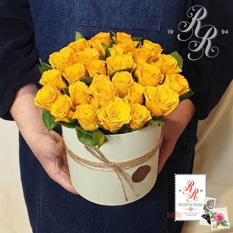 Желтая роза в коробке