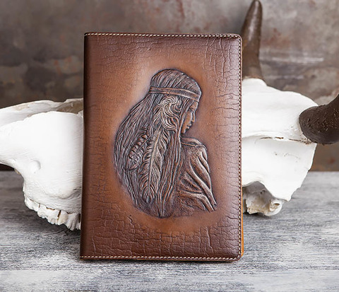 Кожаный ежедневник с изображением индианки (А5)