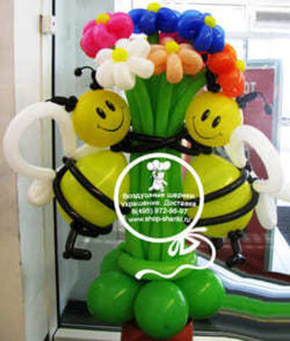 Букет цветов из шаров с пчелками