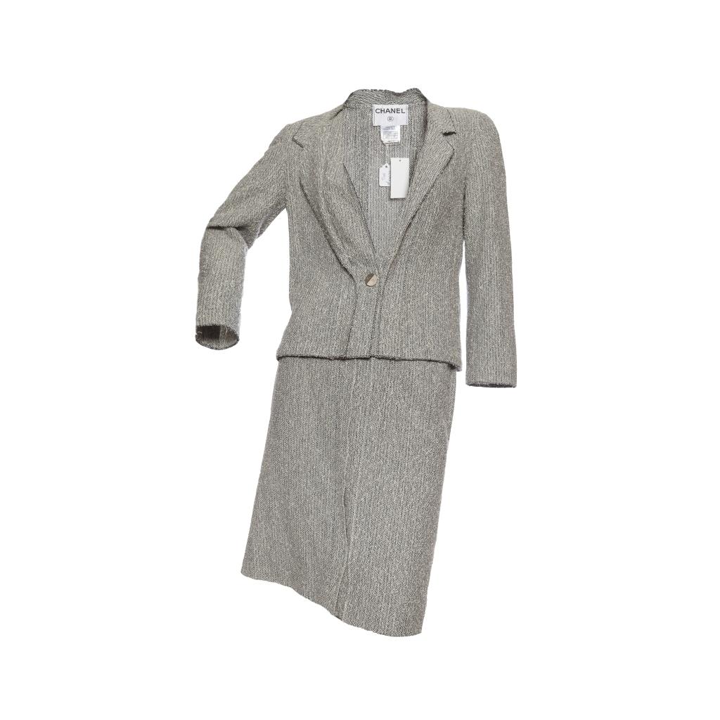 Элегантный костюм из твида серого цвета, 38 размер.