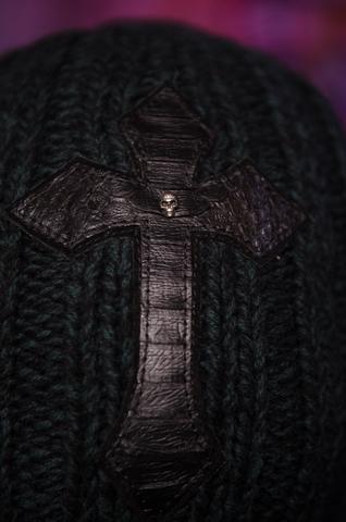 Шапка «Emerald» от 7.17 Studio Luxury c крестом