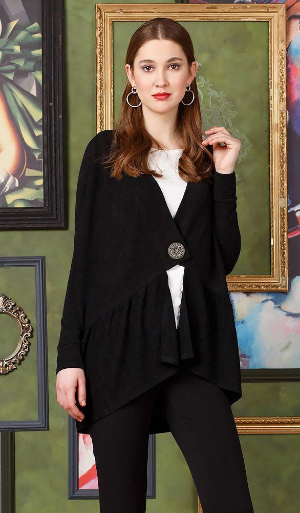 Жакет Д551а-806 - Стильный кардиган черного цвета из мягкого и приятного трикотажного полотна производства Италии. Застёгивается на одну красивую большую пуговицу. Волан в нижней части изделия придаст вашему образу мягкость и женственность.