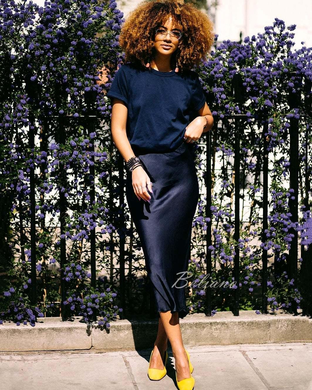 Шелковая юбка миди темно--синего цвета
