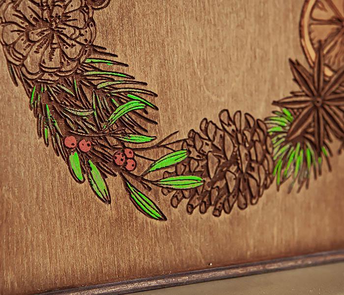 BOX254-2 Новогодняя коробка с рождественским венком, ручная роспись (17*17*10 см) фото 04