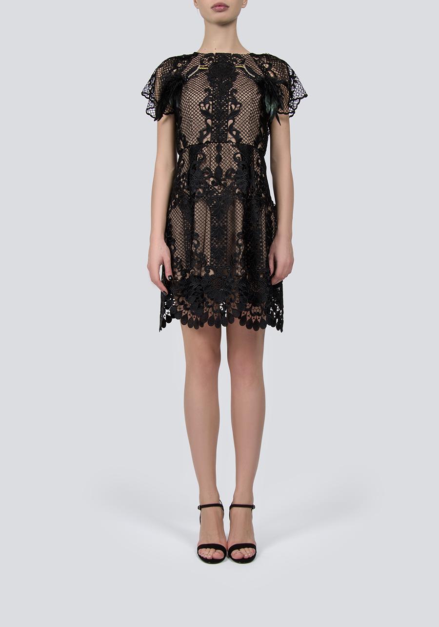 Черное кружевное платье-мини, декорированное ручной вышивкой