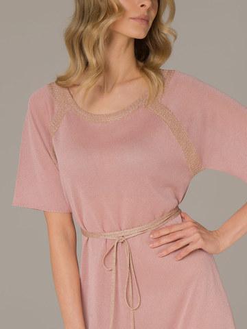 Женское платье розового цвета на поясе - фото 2