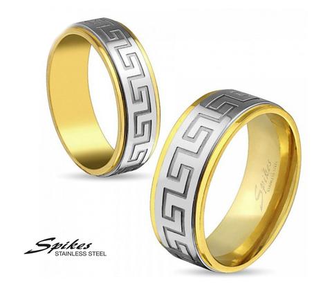 Мужское кольцо «Spikes» золотого цвета с узорами на центральной части