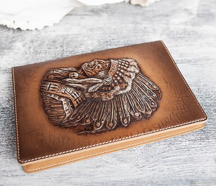 BY05-18-01 Подарочный кожаный ежедневник с изображением вождя индейца (А5) фото 03