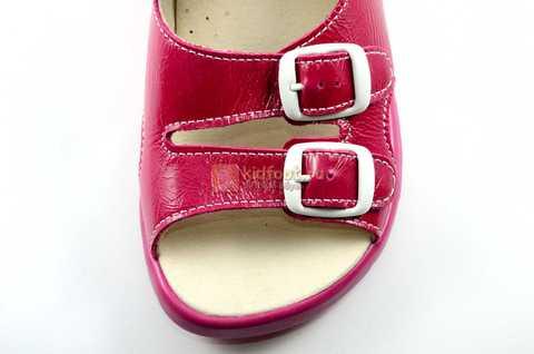 Босоножки Тотто из натуральной кожи с открытым носом для девочек, цвет малиновый розовый. Изображение 10 из 12.
