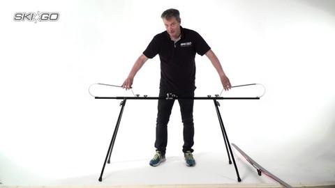 стол Skigo для смазки лыж на ножках