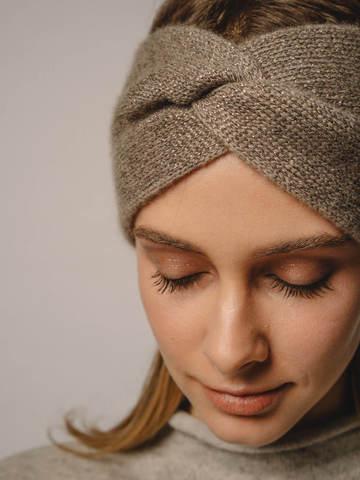 Женская повязка на голову песочного цвета из кашемира - фото 2