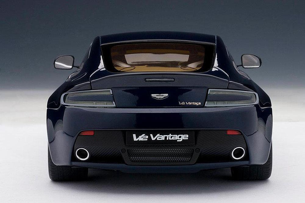 Коллекционная модель Aston Martin V12 Vantage 2010 Dark Blue