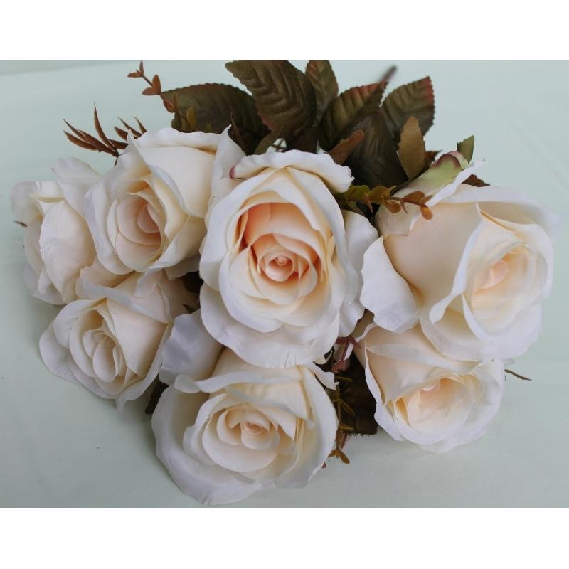 Букет роз Евро, удлиненные бутоны, 7 цветков.