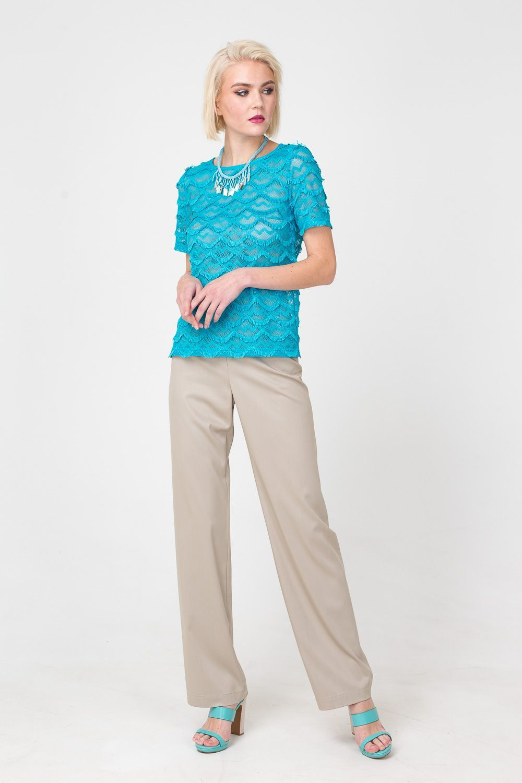 Брюки А423-393 - Брюки прямого силуэта, выполненные в базовом песочном цвете, - универсальная основа любых образов. Модель стандартной длины, удобную посадку обеспечивает эластан в составе ткани. Брюки хорошо дополнят как классический верх, так и более непринуждённый: футболки, топы, майки.