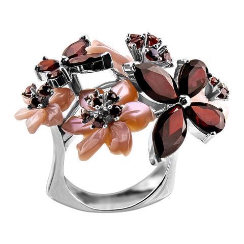 Кольцо с цветами из розового перламутра и натуральным гранатом