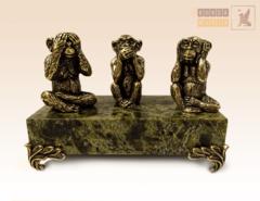 Три обезьяны на змеевике
