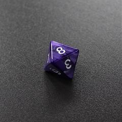 Фиолетовый мраморный восьмигранный кубик (d8) для ролевых и настольных игр
