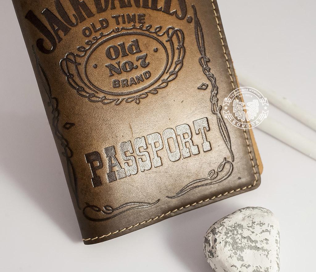 BY14-27-01 Кожаная обложка на паспорт «Jack Daniels» фото 03