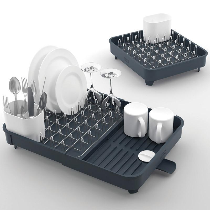 Сушилка для посуды раздвижная Joseph Joseph extend серая 85040Сушилки для посуды<br>Сушилка для посуды раздвижная Joseph Joseph extend серая 85040<br><br>Все кухни в домах разные, но проблема одна: не хватает места для самого необходимого. С умными решениями от Joseph Joseph можно запросто экономить пространство. Раздвижная сушилка для посуды разбирается ровно в два раза, в зависимости от количества тарелок и чашек, которые вам необходимо просушить прямо сейчас. С помощью специального поворотного носика вы можете регулировать слив лишней воды прямо в раковину. Этому так же способствуют ребра на дне сушилки и уклон поверхности. Металлические стойки с мягкими наконечниками бережно удерживают тарелки, защищая их от царапин, а столовые приборы ловко помещаются в специальный стакан.<br>Официальный продавец<br>