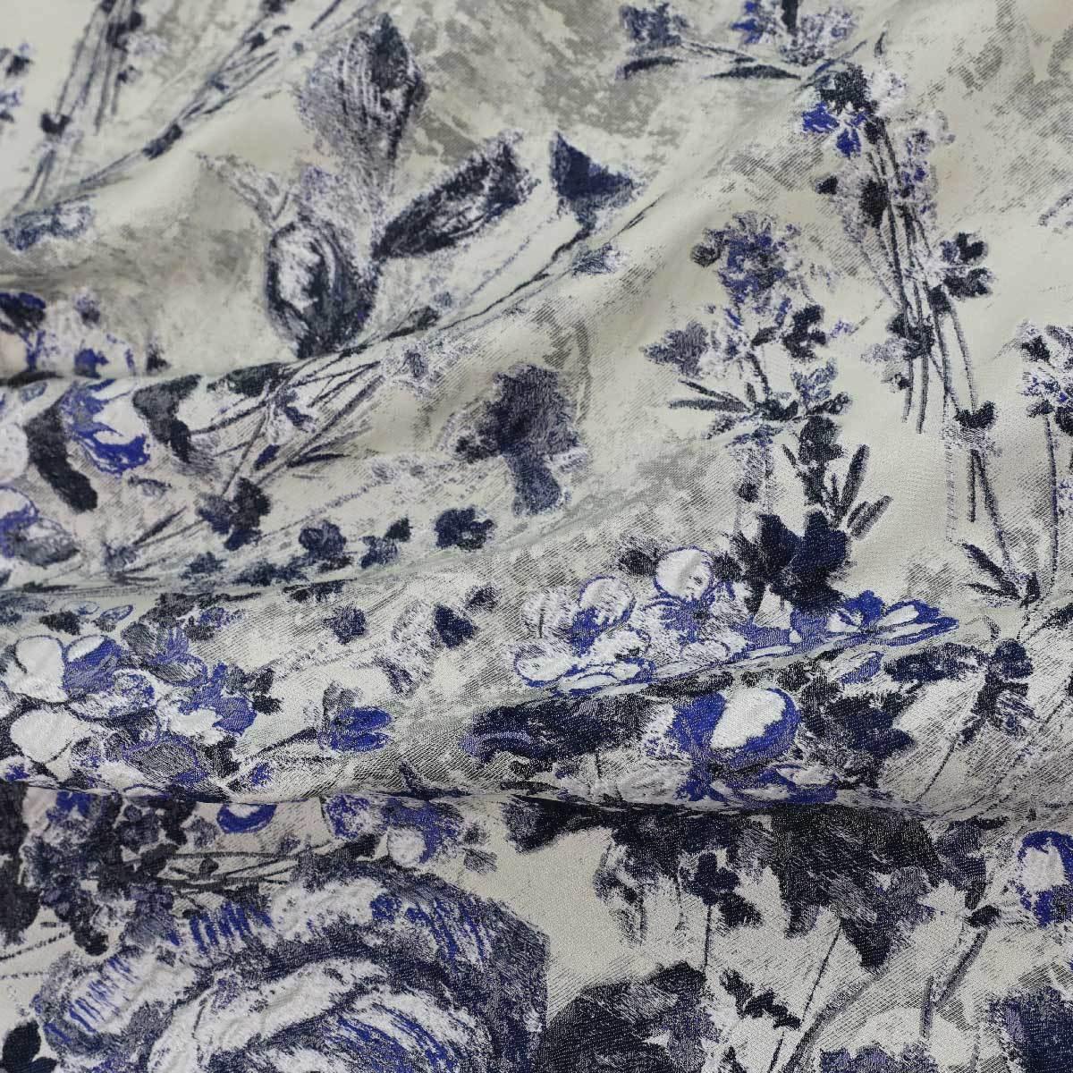 Жаккард с текстурными темно-синими розами