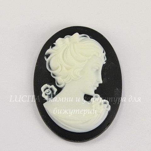 """Камея """"Девушка"""" белого цвета на черном фоне 40х30 мм"""