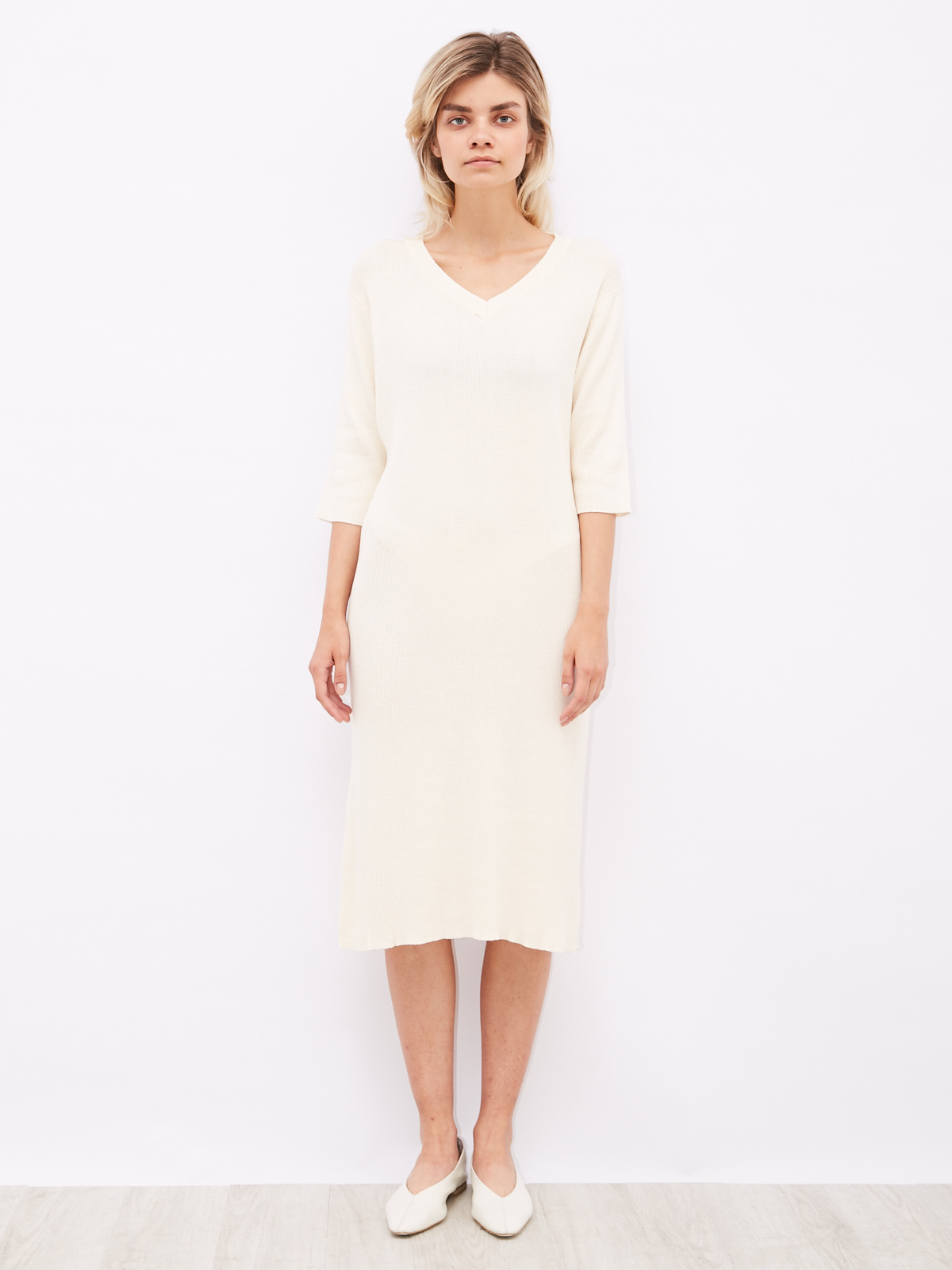 Платье трикотажное с V-образным вырезом