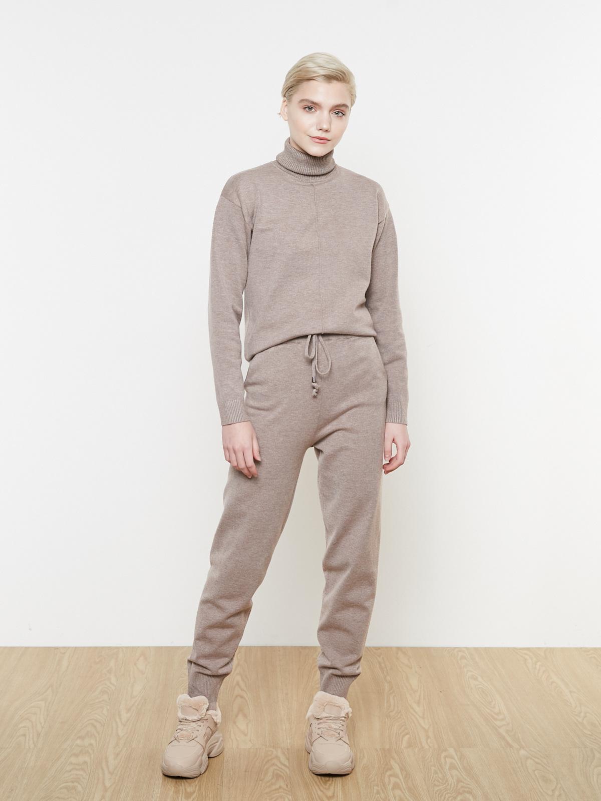 Костюм трикотажный с брюками на завязках