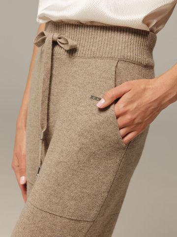 Женские брюки песочного цвета с карманами из 100% кашемира - фото 4