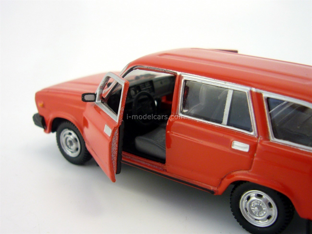 VAZ-2104 Lada red Autobahn 1:43
