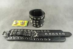 БДСМ Наручники с декоративной металлической фурнитурой по краю с цепочкой в комплекте