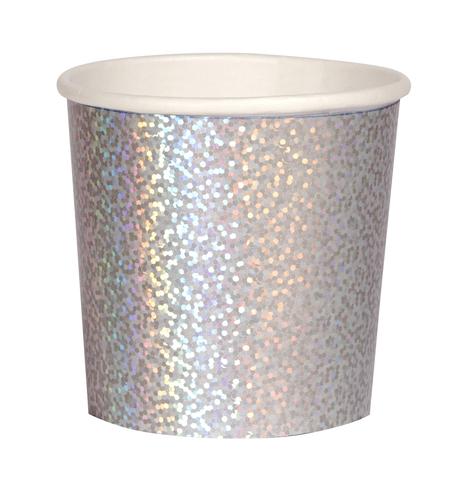 Серебряные блестящие стаканчики