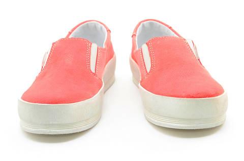 Слипоны на толстой подошве кожаные Лель (LEL) для девочек, цвет коралловый. Изображение 5 из 13.