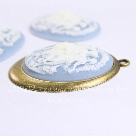 """Камея """"Три танцующие грации"""" белого цвета на голубом фоне 40х30 мм"""