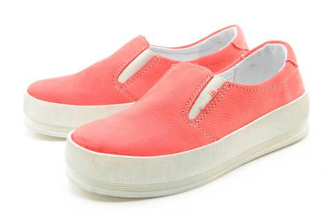 Слипоны на толстой подошве кожаные Лель (LEL) для девочек, цвет коралловый. Изображение 6 из 13.