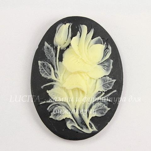 "Камея ""Цветок"" цвета слоновой кости на черном фоне 40х30 мм"