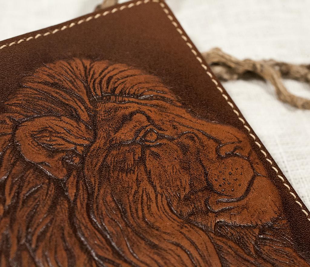 BY14-30-01 Обложка на паспорт ручной работы «Гордый Лев» фото 03
